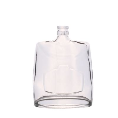 Newly custom clear empty square shaped flat 500ml whisky bottle with guala cap